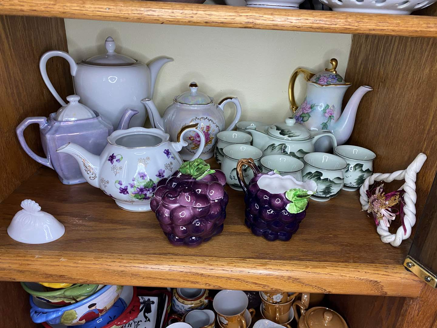 Lot # 37 - COLLECTION OF VINTAGE DISHES (main image)