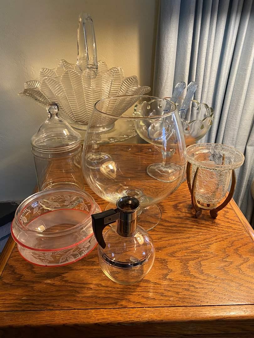 Lot # 56 - VINTAGE & MODERN GLASS ITEMS (main image)