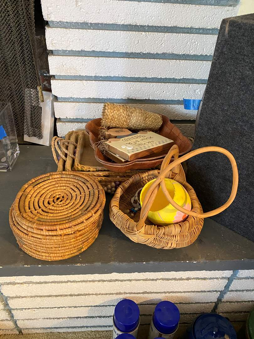 Lot # 58 - BASKETS - SERVING BASKETS & WOODEN TRAYS (main image)