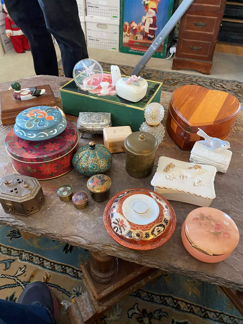 Lot # 72  - VINTAGE TRINKET BOXES (main image)