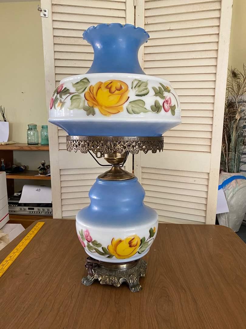 Lot # 100 - VINTAGE LAMP (MATCHES LOT 101) (main image)