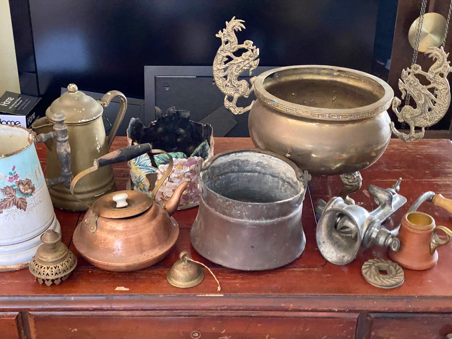 Lot # 134 - VINTAGE DECOR ITEMS (main image)