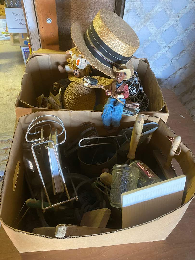 Lot # 218 - TWO BOXES OF VINTAGE GOODS (main image)