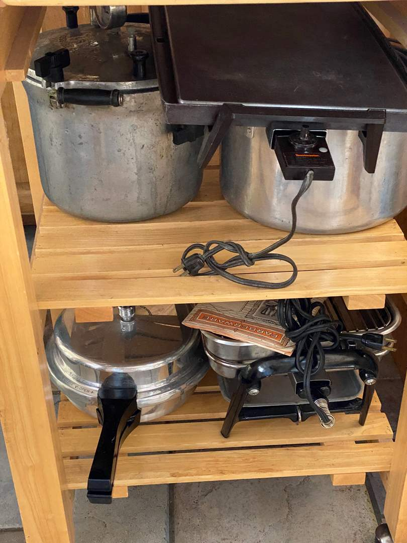Lot # 251 - GRIDDLES, POTS AND PRESSURE COOKERS (main image)
