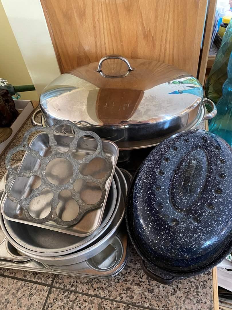 Lot # 290 - COOKWARE & ROASTING PANS (main image)