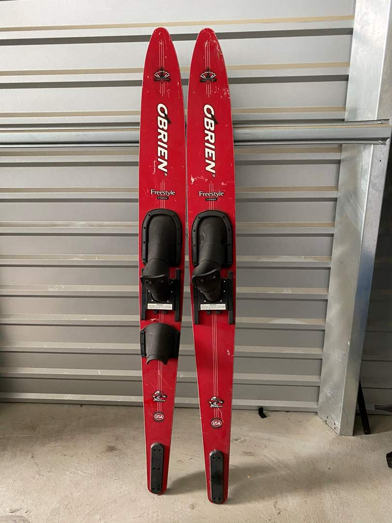 Lot# 30- O'brien Freestyle Combo Waterskis (main image)