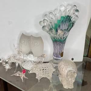 Lot # 17 - GLASS ART PIECES