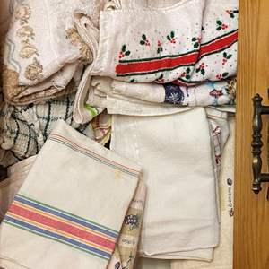 Lot # 57 - KITCHEN HAND TOWELS, TEA TOWELS AND WASHCLOTHS