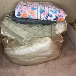 Lot # 84 - BLANKETS AND COMFORTERS IN GOOD SHAPE