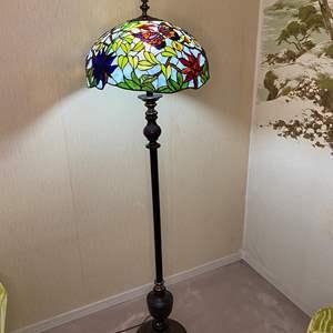 Lot # 98 - TIFFANY STYLE FLOOR LAMP