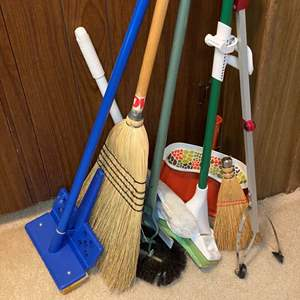 Lot # 152 - CLEANING GOODS