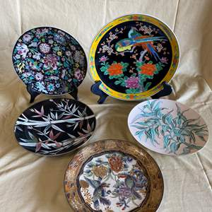Lot # 40 - CHINESE & JAPANESE PLATES VARIOUS AGES W/STANDS