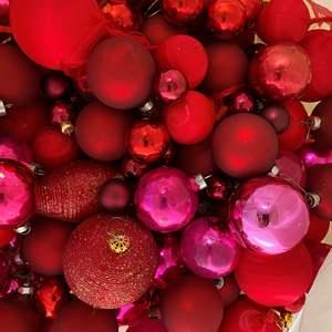 Lot # 134 - VINTAGE BALLS GLASS & SILK - CHRISTMAS LOT 19