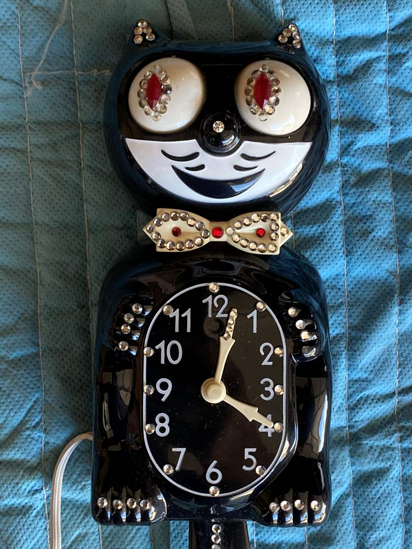 Lot # 87 - FELIX - KIT KAT CLOCK (main image)