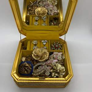 Lot # 115  - JEWELRY BOX FULL OF VINTAGE JEWELRY
