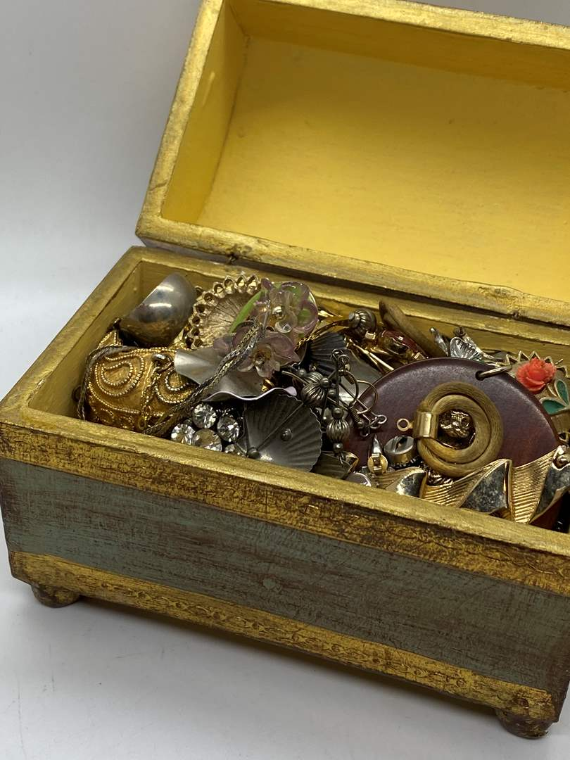 Lot # 125  - JEWELRY BOX FULL OF VINTAGE JEWELRY  (main image)