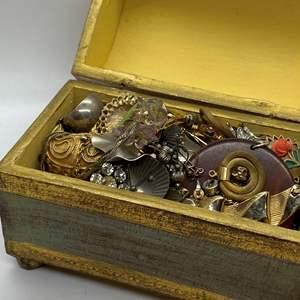 Lot # 125  - JEWELRY BOX FULL OF VINTAGE JEWELRY