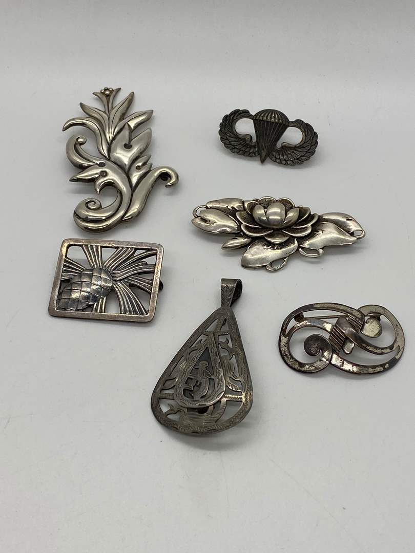 Lot # 227 - VINTAGE SILVER BROOCHES & STERLING 1940'S MILITARY PIN (63.6g) (main image)