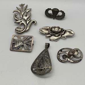 Lot # 227 - VINTAGE SILVER BROOCHES & STERLING 1940'S MILITARY PIN (63.6g)