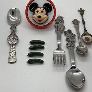 Lot # 28 -  VINTAGE MICKEY NIGHT LIGHT, HEINZ AD PINS & COLLECTIBLES