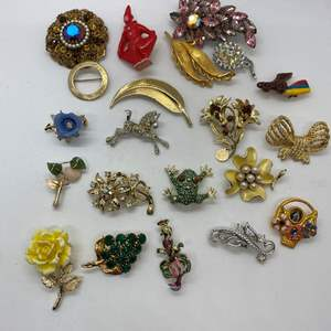 Lot # 30 - 21  VINTAGE BROOCHES & PINS