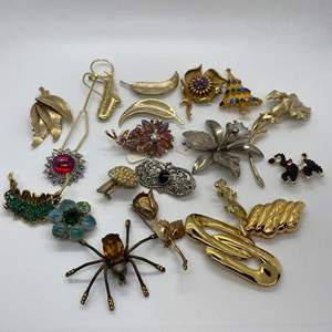 Lot # 33  -  20  VINTAGE BROOCHES & PINS