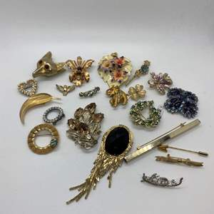 Auction Thumbnail for: Lot # 34  -  21  VINTAGE BROOCHES & PINS