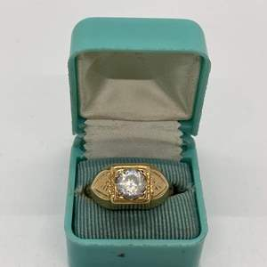 Lot # 64 - GOLD 10k RING W/CZ STONE (5.6g total weight) SIZE 10.5
