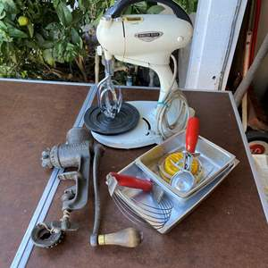 Lot # 99 - KITCHEN ITEMS NOT INCLUDING PANS