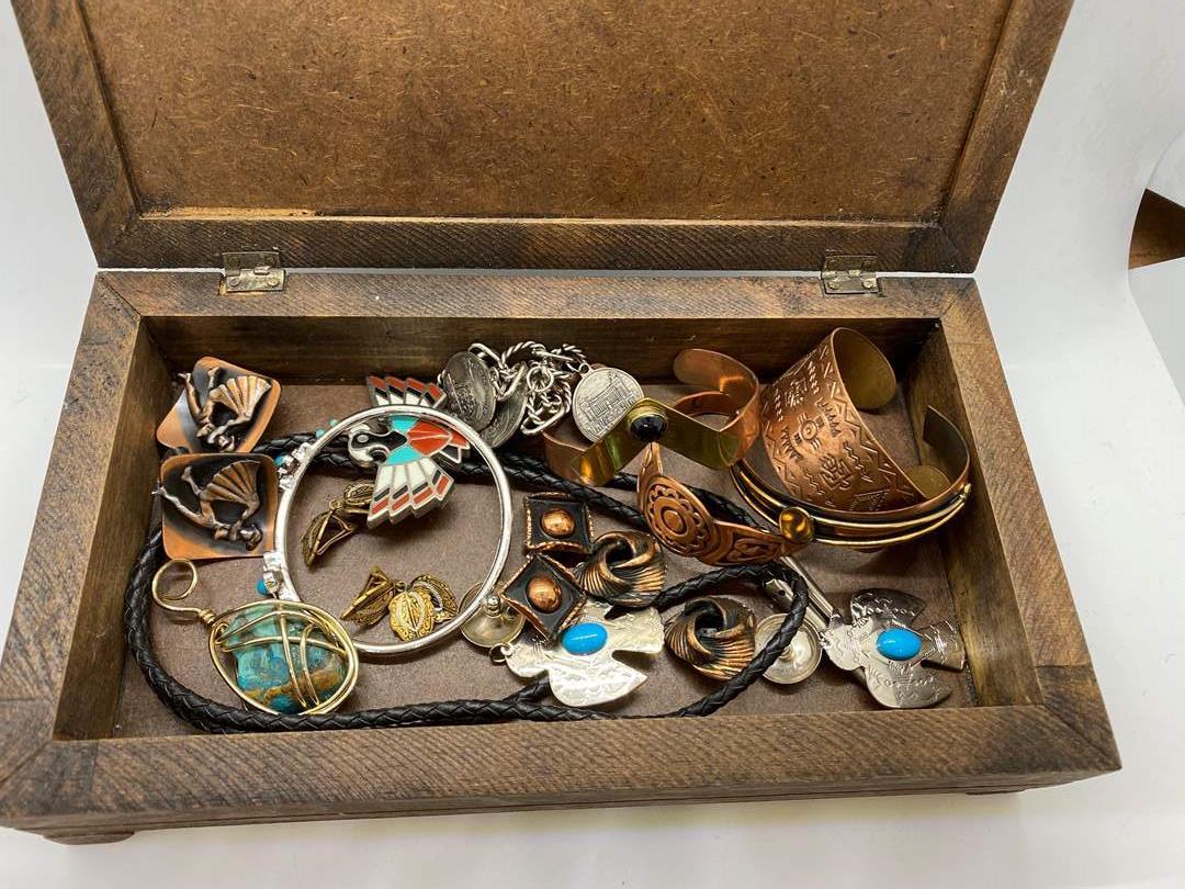 Lot # 117  - JEWELRY BOX FULL OF VINTAGE JEWELRY  (main image)