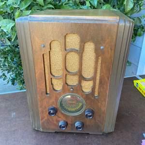 Lot # 141 - ANTIQUE ATWATER KENT RADIO