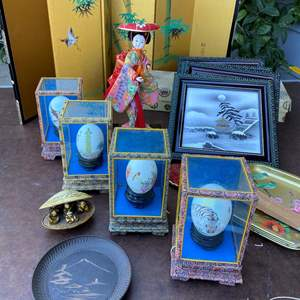Lot # 149  - VINTAGE DECOR WITH JAPANESE FORTUNE EGGS