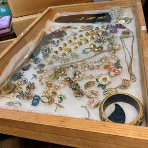 Lot # 161 - WOOD & GLASS DISPLAY CASE W/VINTAGE JEWELRY