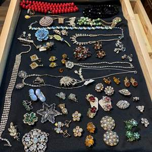 Auction Thumbnail for: Lot # 163  - WOOD & GLASS DISPLAY CASE W/VINTAGE CRYSTAL JEWELRY