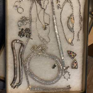 Lot # 166 - VINTAGE JEWELRY IN GLASS-TOP DISPLAY CASE