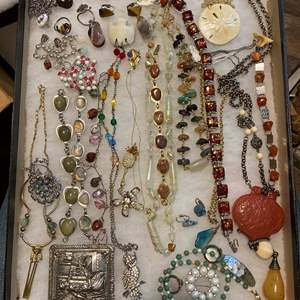 Lot # 167 - VINTAGE JEWELRY IN GLASS-TOP DISPLAY CASE