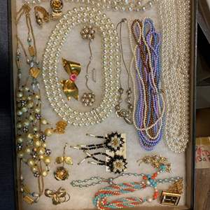 Lot # 168 - VINTAGE JEWELRY IN GLASS-TOP DISPLAY CASE