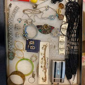 Lot # 169 - VINTAGE JEWELRY IN GLASS-TOP DISPLAY CASE