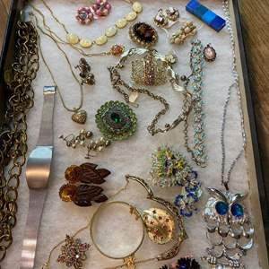 Lot # 174  - VINTAGE JEWELRY IN GLASS-TOP DISPLAY CASE