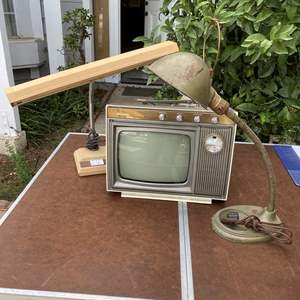 Lot # 224  - RETRO TV & LAMPS
