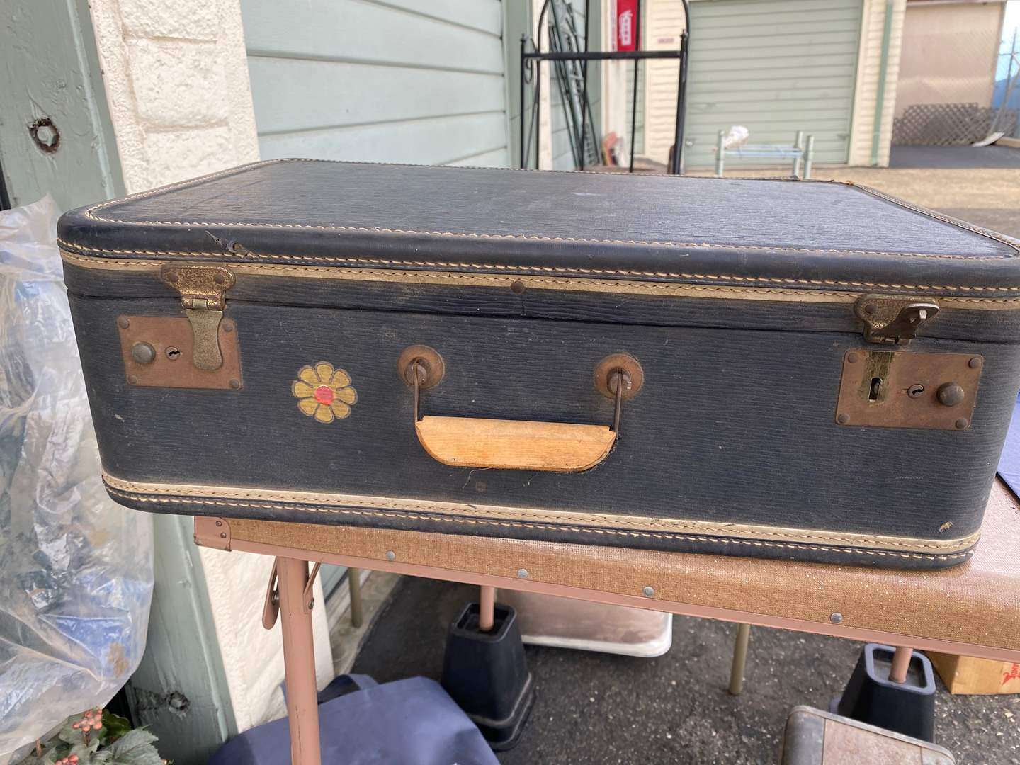 Lot # 6 - VINTAGE SUITCASE & RAGGEDY ANN (main image)