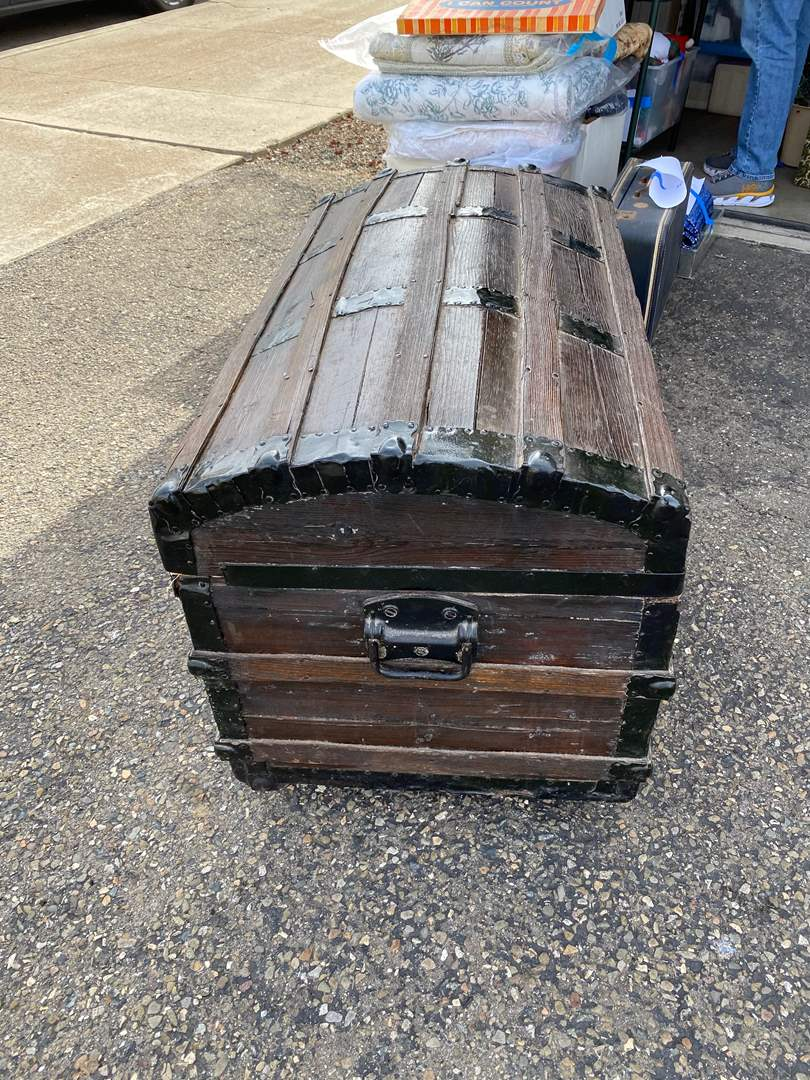 Lot # 9 - ANTIQUE ROUND-TOP TRUNK (main image)