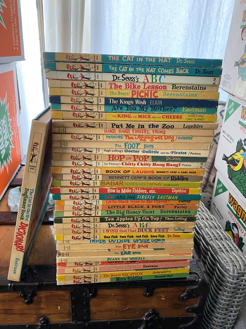 Lot # 90 - LARGE COLLECTION OF DR. SEUSS BOOKS (main image)