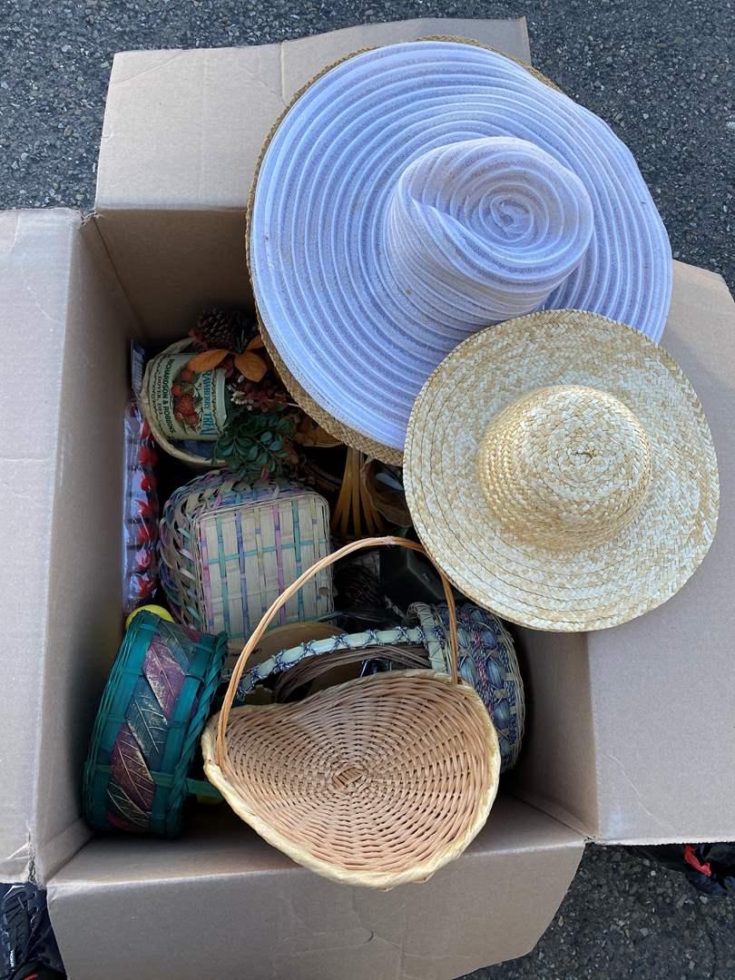 Lot # 118 - Decor & Baskets (main image)