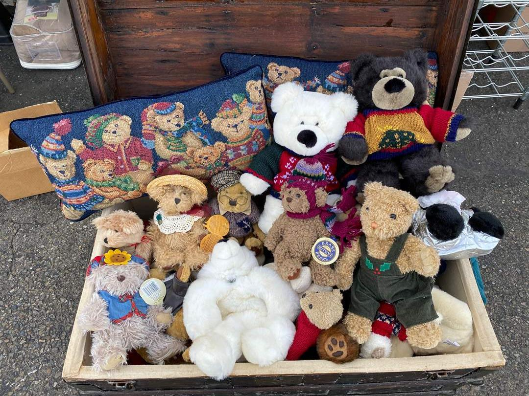 Lot # 10 - LARGE COLLECTION OF BEARS (main image)