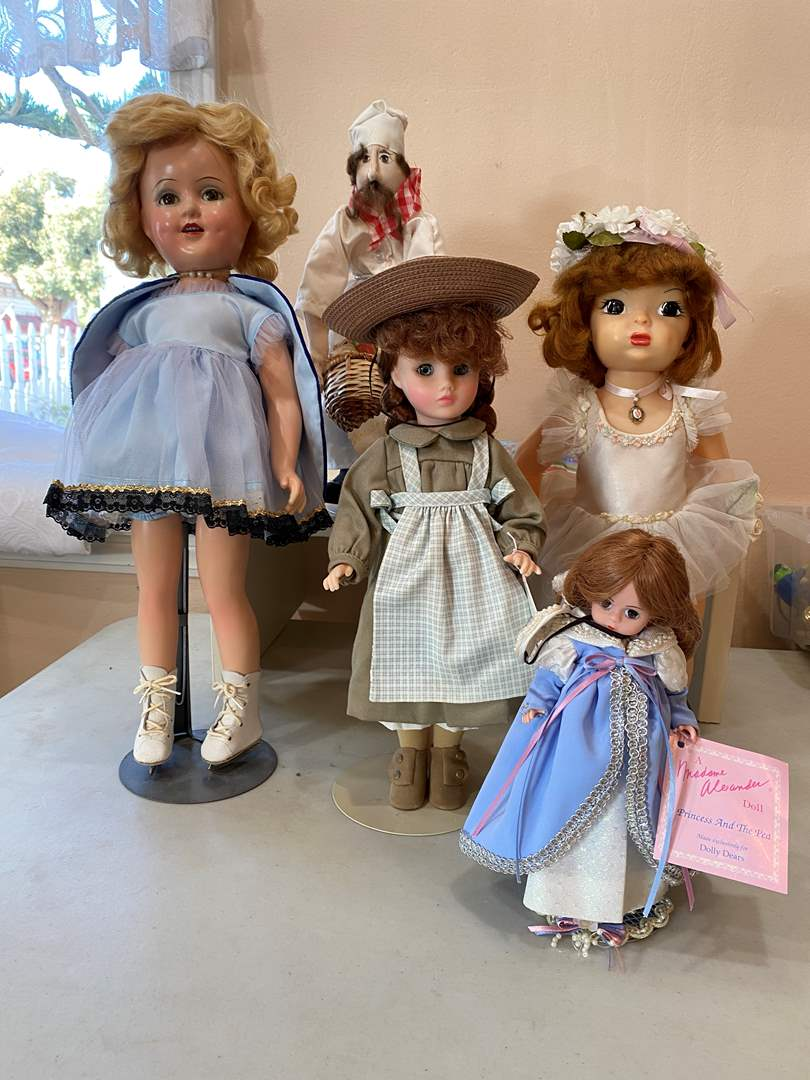 Lot # 109  - Collection of Dolls (main image)