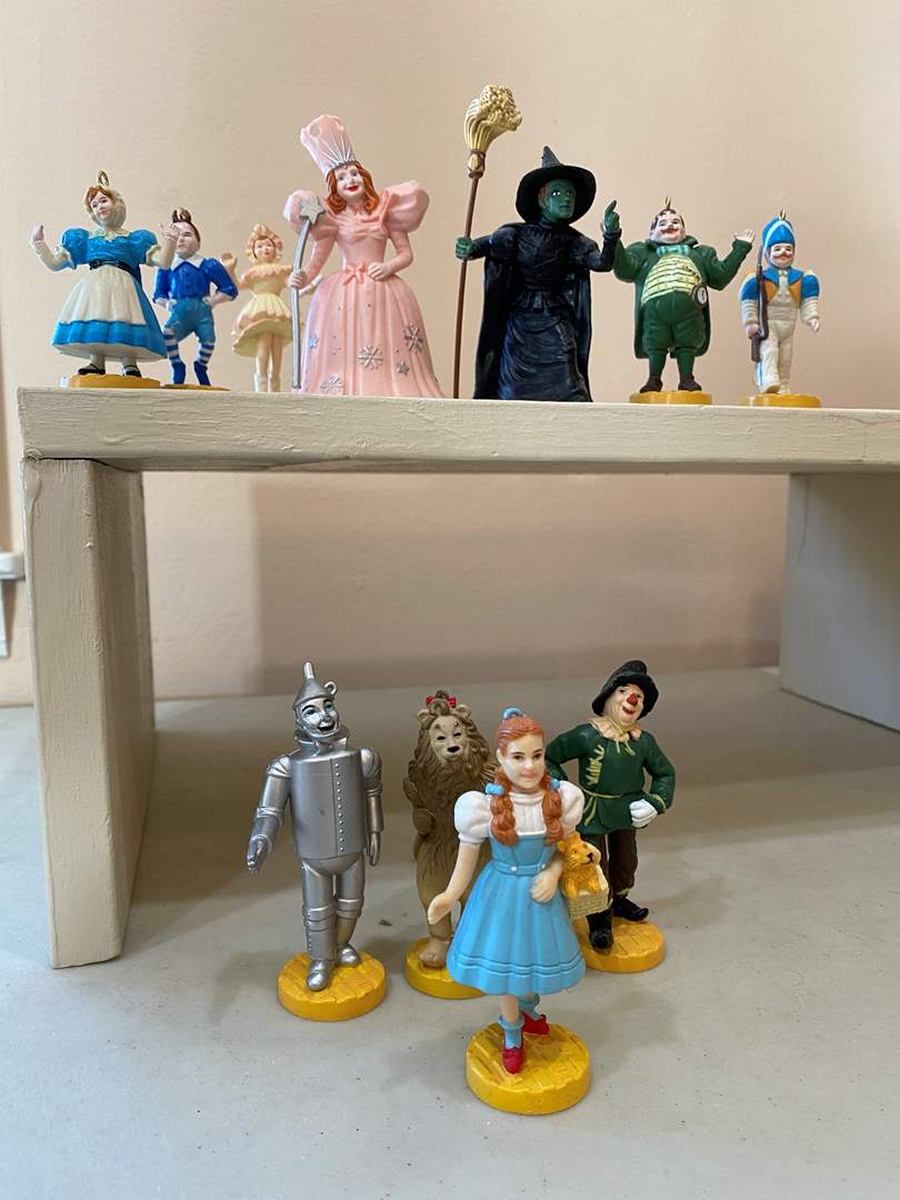 Lot # 140 - Wizard of Oz Loews Figurines - Dates 1987 & 1988 (main image)