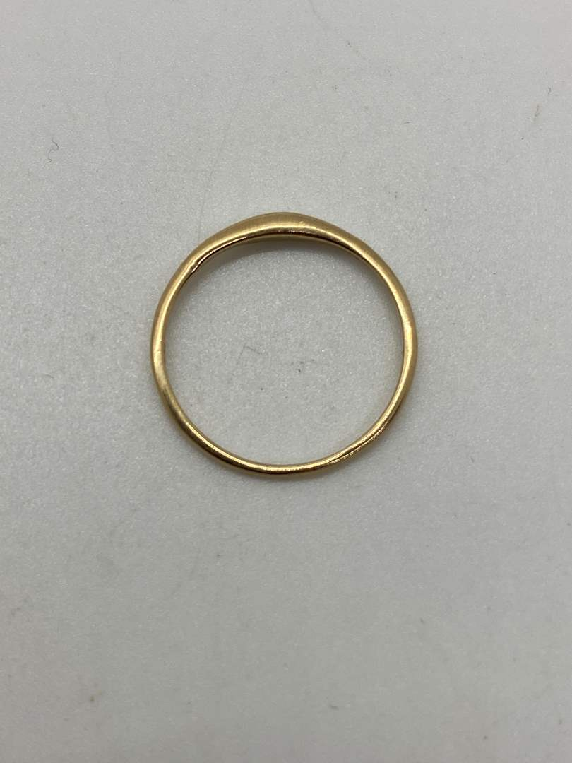 Lot # 36 - 14K Gold Band (0.9g) (main image)