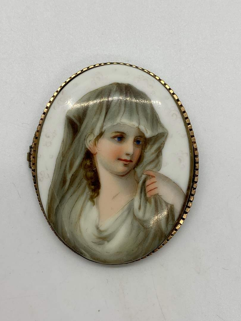 Lot # 41 - Victorian Portrait Brooch (main image)