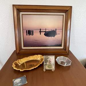 Lot# 31-Home Decor Pictures/Small Trays